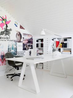 This is a very cute fashion studio. It looks very well organized.  I love the way they have it decorated!