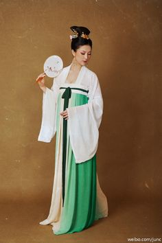 "fuckyeahchinesefashion: "" Traditional Chinese Clothing Hanfu (Ruqun) Photography by 陳俊JunC "" Traditional Chinese, Chinese Style, Traditional Dresses, Chinese Fashion, Asian Angels, Chinese Clothing, North Korea, Hanfu, Ethnic Fashion"