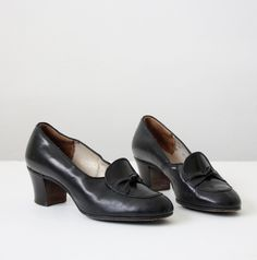 vintage 1940's black pumps.
