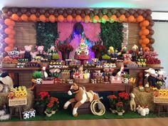 Encontrando Ideias: Festa Fazendinha!! Cowboy First Birthday, Farm Birthday, 2nd Birthday Parties, Toy Story Baby, Cowgirl Baby, Cowboy Party, Farm Party, Birthday Decorations, First Birthdays