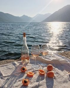 Image about summer in wine:. Beach Aesthetic, Summer Aesthetic, Travel Aesthetic, Aesthetic Gif, Aesthetic Fashion, Images Esthétiques, Italian Summer, Beach Picnic, Summer Dream