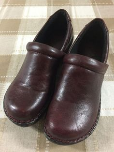 bcf23a8e5faf BOC Born Concept Womens Dark Red Clogs Shoes Peggy Size 7 EUC  fashion   clothing