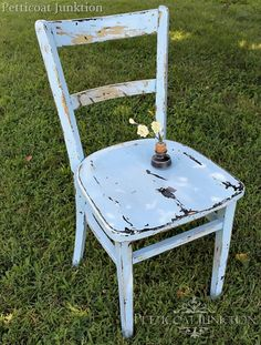 Chippy Blue and Black Painted Chair. Graphite under louis blue or duck egg to get this look perhaps? Distressed Furniture Painting, Paint Furniture, Furniture Projects, Furniture Makeover, Cool Furniture, Diy Projects, Bar Chairs, Room Chairs, Stools