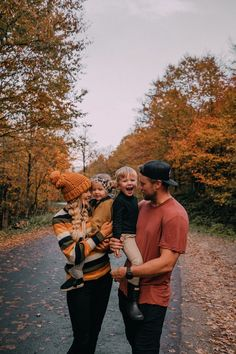 Fall Leaves in Vermont + A Life Update - Barefoot Blonde by Amber Fillerup Clark Fall Leaves in Verm Summer Family Photos, Fall Family, Family Love, Happy Family, Cute Family Pictures, Children Photography, Family Photography, Fashion Photography, Vermont