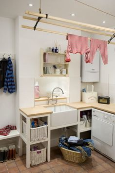 Barnes Family House | Hackett Holland Ltd - laundry room