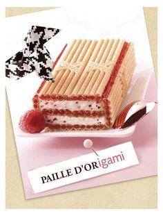 Jeu de pliage pour ce gâteau Paille d'Or ! Les origamis, c'est mieux que la philatélie, mieux que la paperasserie, mieux que les collectionneurs de spaghettis. Arrêtez de les classer, trier, perforer, tamponner, certifier...laissez plisser les petits papiers !