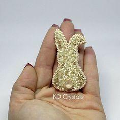 Брошь - зайка, пробую свой новый лайтбокс за 7 долларов с алиэкспресс :))) при дневном свете надеюсь на лучшее качество :)) #swarovski #сваровски #bunny #брошьизбисера #брошькошка #сваровски #pross #embroidery #seedbeads #beadembroidery #swarovski #toho #delica #estonia #eesti #kass #эстония #miyuki #miyukibeads #брошьзимняя #moeaksessuaar #fashion #fashionbrooch #fashionaccessories #fashionwear #beadwork #брошьзаяц #брошьзайка