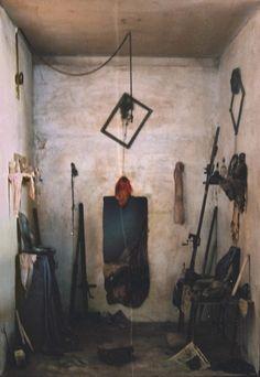 Débarras http://www.charlesmatton.com/2001-2006/2/2/01.htm