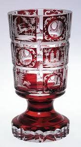 Cristal de Bohemia. Jarrón en cristal de Bohemia tallado a mano. Color rojo