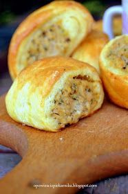 Wspaniała przekąska zarówno na ciepło jak i na zimno :). Takie paszteciki są też smakowitym dodatkiem do czerwonego barszczu ( choć jeśli... Pina Colada, Finger Foods, Food And Drink, Favorite Recipes, Bread, Dinner, Breakfast, Pierogi, Impreza