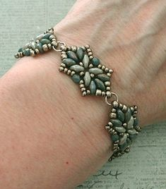 Linda's Crafty Inspirations: Bracelet of the Day: Tampa Variation - Turquoise Blue & Gray