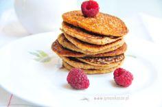 Oatmeal pancakes with almonds & raspberries