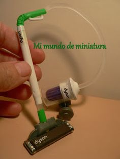 Mi mundo de miniatura: How to make a Dyson vacuum (still can't quite make it out with aid of online translation, but highly ingenious!)