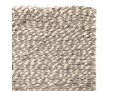Unser Schurwollteppich Teesta mit der wunderschön strukturierten Textur verschiedenfarbiger Garne wird von unseren erfahrenen Partnern in Indien handgewoben. Das naturbelassene Design begeistert und wird zum Hingucker auf Ihren Böden. Kombiniert mit einer rutschfesten Unterlage bleibt der Teppich an Ort undStelle.