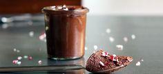 Δείτε πώς θα φτιάξετε στο σπίτι απίθανα γλυκά σε σφηνάκια, ιδανικά για κέρασμα σε party!