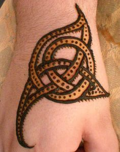henna celtic knot for hand