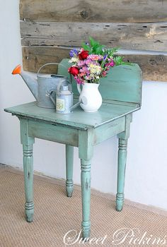Great blue table/old wood on the wall, I could do that