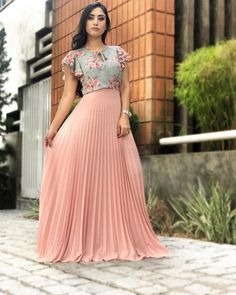 Best 12 Here are a few different denim dress outfit ideas according to your needs. Pleated Skirt Outfit, Long Skirt Outfits, Modest Outfits, Classy Outfits, Dress Outfits, Fashion Dresses, Pleated Skirts, Maxi Dresses, Indian Gowns Dresses
