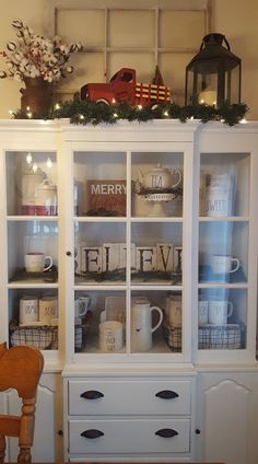 Kitchen Decor Price and Pics of Kitchen Decorating Ideas Coffee Theme. Christmas China, Rustic Christmas, Christmas Home, Christmas Ideas, Christmas Decor For Kitchen, Christmas 2019, Farmhouse Christmas Kitchen, Christmas Decorations, Christmas Truck
