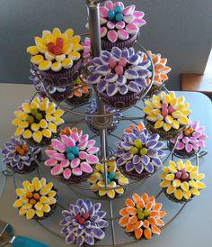 bridal shower cupcakes Bridal Shower Cupcakes, Sweet Recipes, Apples, Wedding Stuff, Floral Wreath, Foods, School, Food Food, Floral Crown