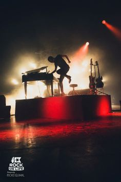 BLOODY BEETROOTS  ..