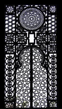 Ventanas de El Cairo - Trasluz en una ventana de la mezquita al Rifai - Imam Hasanuddin  (2011)