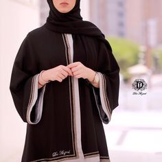Image may contain: one or more people and people standing Oriental Style, Oriental Fashion, Abaya Designs, Henna Designs, Niqab Fashion, Asian Model Girl, Abaya Style, Kaftan, Evening Gowns