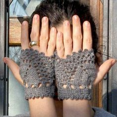 Ähnliche Artikel wie cashmere fingerless gloves, gray - made to order auf Etsy Knitting ProjectsKnitting HumorCrochet BlanketCrochet Ideas Crochet Gloves Pattern, Crochet Lace Edging, Crochet Slippers, Knit Crochet, Crochet For Beginners, Crochet For Kids, Crochet Wrist Warmers, Arm Warmers, Fingerless Gloves Knitted