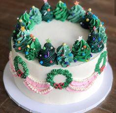 Christmas Cake Designs, Christmas Tree Cake, Christmas Cupcakes, Christmas Desserts, Christmas Treats, Christmas Cake Decorations, New Year Cake Decoration, Merry Christmas, Pretty Birthday Cakes