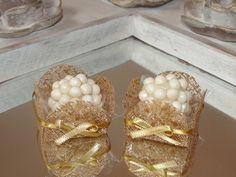 Forminhas de Doce - caixetas em tela caramelo brilhoso com laço. Decoração para mesa de doces de Casamento, Chá de Bebê, Chá de Casa Nova, Chá de Lingerie, Formaturas, 15 anos.
