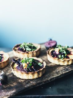 Small pies with beet root, goat cheese and thyme