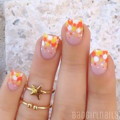 13 Halloween Candy Manicures For The Girl Who Loves Sweets As Much As Nail Art Nail Art Halloween, Halloween Nail Designs, Fall Nail Designs, Halloween Candy, Fall Halloween, Fancy Nails, Diy Nails, Pretty Nails, Thanksgiving Nail Designs