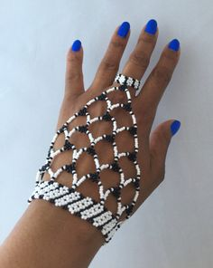 Zulu perlé à la main / esclave bracelet par HouseofYimama sur Etsy