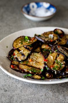 Easy marinated eggplant - Simply Delicious - Easy marinated eggplant with olive oil, lemon juice, fresh chili pepper and garlic is a great way to preserve eggplant and a delicious addition to an antipasto platter. Marinated Eggplant Recipe, Grilled Eggplant, Antipasto Recipes, Antipasto Platter, Meze Platter, Cheap Clean Eating, Clean Eating Snacks, Healthy Eating, Eggplant Dishes