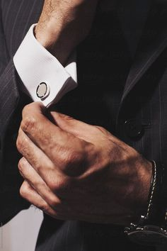 36 Cozy Gentleman Style Ideas For Men Looks Totally Gentle Gentleman Stil, Modern Gentleman, English Gentleman, Dapper Gentleman, Dapper Men, Christian Grey, Monica Bellucci, Mafia, Metal Collar Stays