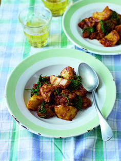 This chicken curry is a great recipe to have in your repetoire – making great use of storecupboard ingredients its a perfect midweek supper standby Cooking Recipes, Healthy Recipes, Free Recipes, Easy Recipes, Indian Food Recipes, Ethnic Recipes, Curry Dishes, Easy Chicken Curry, World Recipes