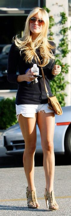 Kristin Cavallari Amazing in Shorts : White Shorts + Black Long Sleeve Top + Beige Sandals