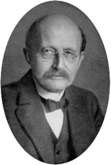 Max Planck est considéré comme le père de la physique quantique. La constante de Planck, h, y joue un rôle central.  Physique quantique - Wikipédia