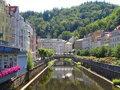 Я мечтаю посетить Карловы Вары в Чехии. Это сказочное место.