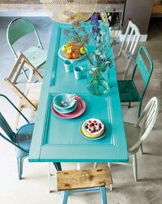 Instant picnic table-- use an old door, a couple of saw horses and any old chairs