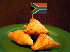 A blend of spices and lamb in a pastry triangle South African Dishes, South African Recipes, Indian Food Recipes, Samosas, Empanadas, Lamb Recipes, Cooking Recipes, Oven Recipes, Recipes