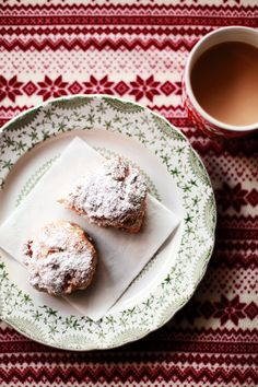 Stollen scones with raisins, candied orange peel, almonds, and marzipan Breakfast Recipes, Dessert Recipes, Desserts, German Stollen, Candied Orange Peel, Eat Pretty, Festivus, Christmas Brunch, Cold Meals