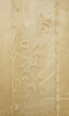 Evening dress Jeanne Hallée  (French, 1880–1914)  Date: 1898–1900 Culture: French Medium: silk, horsehair, bone, metallic. Detail