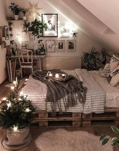 25 Small Bedroom Ideas That Are Look Stylishly & Space Saving – Dream Bedroom – Bedroom Ideas Cute Bedroom Ideas, Room Ideas Bedroom, Home Bedroom, Attic Bedrooms, Bed Room, Attic Bedroom Ideas For Teens, Attic Bedroom Designs, Bohemian Bedroom Design, Bedroom Inspo