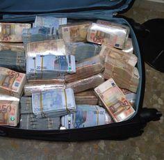 I am a money magnet Jackpot Winners, Money On My Mind, Mo Money, Cash Money, Dollar Money, Money Stacks, Rich Life, Money Quotes, Wealth