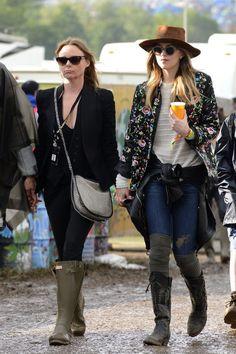 Dakota Johnson Street Style: With Stella McCartney at Glastonbury Festival in Somerset. Badass Style, My Style, Rock Street Style, Street Styles, Dakota Johnson Street Style, Dakota Style, Dakota Mayi Johnson, Festival Looks, Festival Style