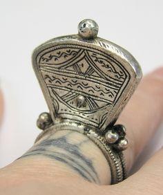 Elevated ring from Mali Hippie Jewelry, Tribal Jewelry, Jewelry Art, Antique Jewelry, Jewelry Rings, Silver Jewelry, Jewelry Accessories, Jewlery, Tibetan Jewelry