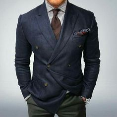 Pair a navy double breasted blazer with olive dress pants for an incredibly smart getup. Mens Fashion Suits, Mens Suits, Gents Fashion, Blazer Outfits Men, Suit Combinations, Brown Tie, Dark Brown, Look Formal, Style Masculin