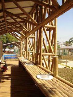 ::: EBIO BAMBU - Visconde de Mauá :: Bamboo Architecture, Tropical Architecture, Bamboo Art, Bamboo Plants, Bamboo Building, Building A House, Roof Truss Design, Mud House, Weather Storm