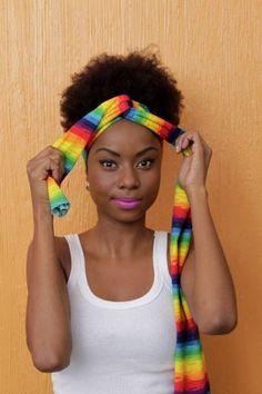 A estética africana está cada vez mais na moda. Depois de consolidada a tendência de assumir as raízes naturais do cabelo, o turbante é mais uma forma fashion...